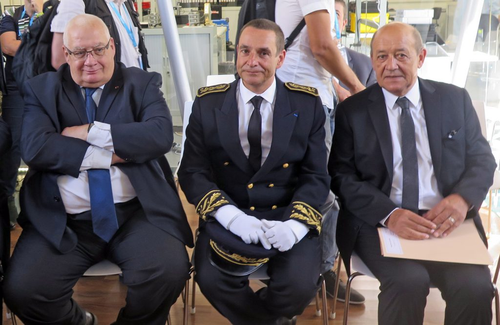 Among the important attendees at iXcampus' inauguration with Jean-Yves Le Drian (at right) were Stéphane Grauvogel, vice-prefect of Saint Germain-en-Laye and Laurent Collet-Billon, délégué-général pour l'Armement (at left). © J. Roukoz
