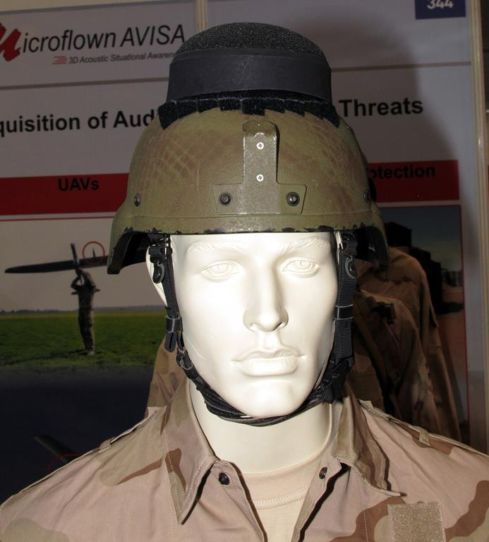 Installed on top of the helmet Microflown Avisa mini-AMMS warns the soldier of incoming fire, giving him the grids of the shooter. © P. Valpolini