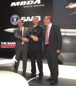 From left to right, Antoine Bouvier, MBDA CEO, Maj.Gen. Mats Hegesson, Swedish Air Force CoS, and Håkan Busche, Saab CEO, shake hands after the ceremony that marked the IOC of the Meteor missile on Swedish Air Foce Gripens. (P. Valpolini)