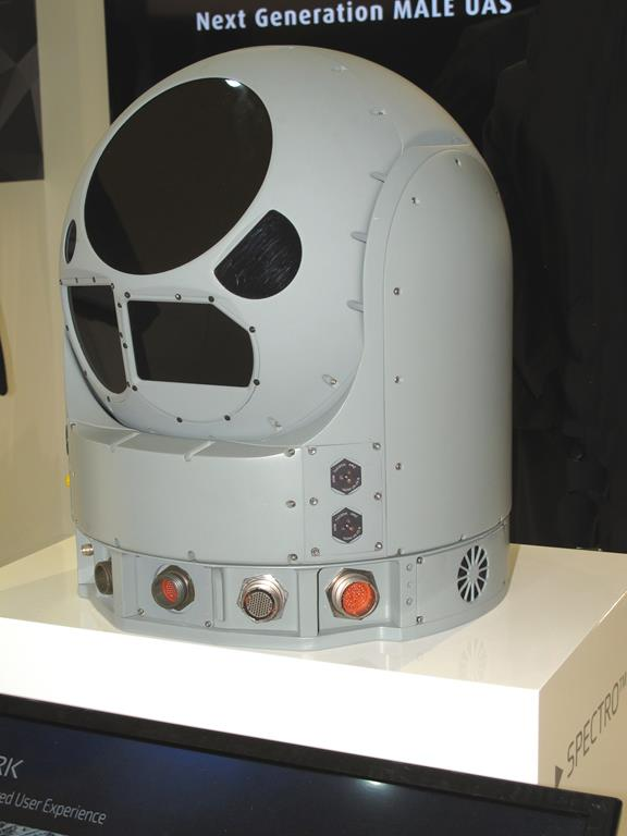 The major plus of Elbit System's Spectro XR is its ability to provide fused images to the user, together with injected information about targets. (P. Valpolini)