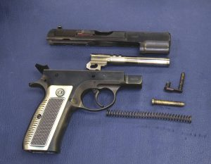 Stripping down the first production CZ 75,a piece of history in the handguns field. (P. Valpolini)