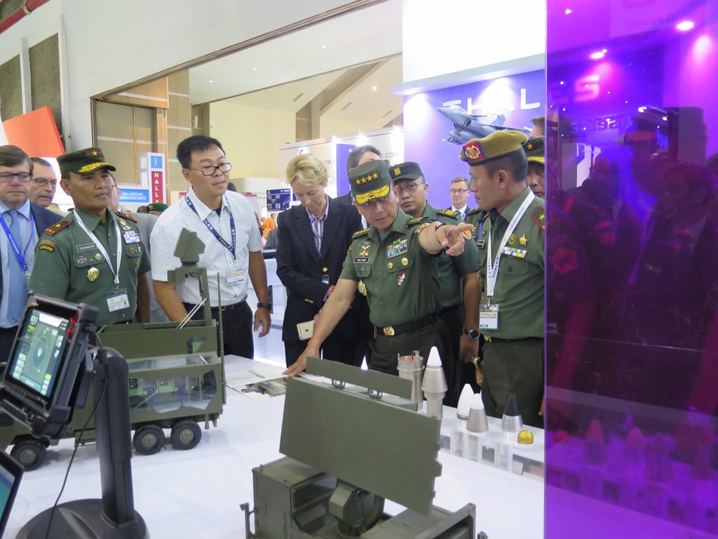 Army Chief of Indonesia General MULYONO with the Thales director for Asia at Thales booth